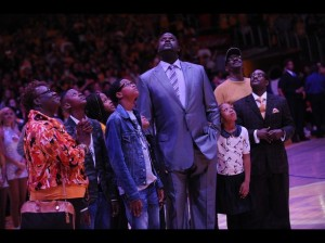 Los Lakers retiran la camiseta de Shaquille O'neal