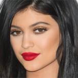 Kylie Jenner sorprende sin maquillaje y luciendo 10 años más joven