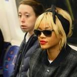 Fotos de celebridades viajando en Metro como el resto de los mortales