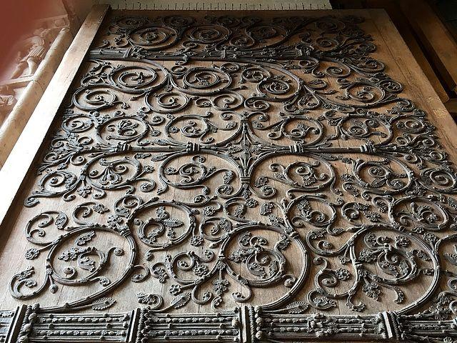 Detalle de la Puerta de Santa Ana, en la Catedral de Notre Dame.