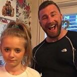 Papá musculoso manda mensaje a pretendientes de su hija con una foto que vieron millones