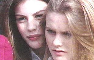 """Liv Tyler y Alicia Silverstone juntas a 22 años del inolvidable video """"Crazy"""""""