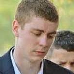 """""""Un alto precio por 20 minutos de acción"""": Defensa de padre de violador de Stanford desata indignación"""