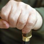 ¿Cómo usar el bastón? Recomendaciones desde la Kinesiología