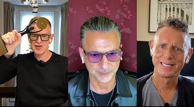 Los tres actuales integrantes de Depeche Mode durante la ceremonia virtual donde el grupo fue incorporado al Salón de la Fama del rock and roll.