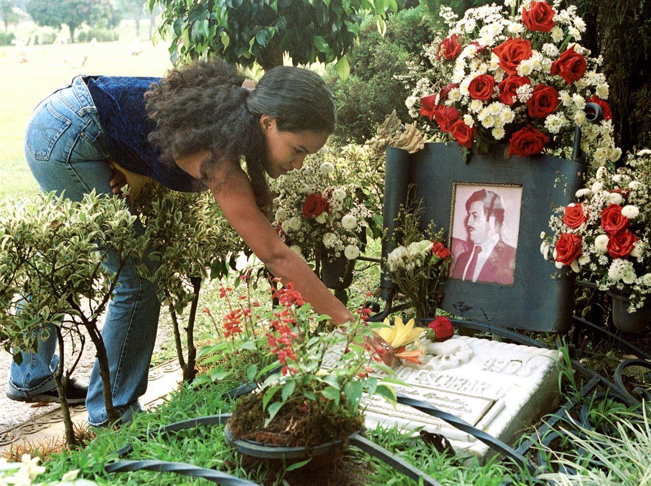 Pablo Escobar Y Su Familia >> Muerte de Pablo Escobar: Así fue la cacería del narcotraficante más poderoso del mundo   Los 90