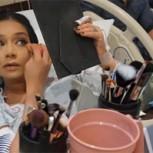 Mujer se maquilla durante el trabajo de parto en el hospital y desata críticas