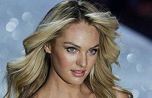 Modelo Candice Swanepoel posa desnuda para sesión fotográfica de revista Vogue