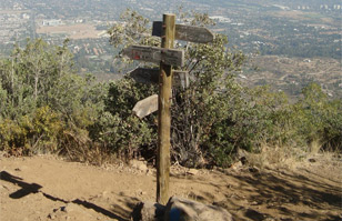 10 lugares en Santiago y sus alrededores para hacer trekking y disfrutar de la naturaleza