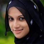 Mujeres con pañuelos en la cabeza no pueden entrar a tienda de Zara en París