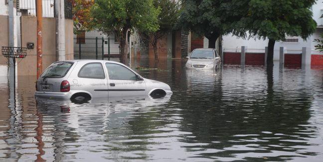 Resultado de imagen para coches varados lluvias