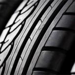 ¿En qué eje se instalan los neumáticos en mejor estado? ¿Delantero o trasero?