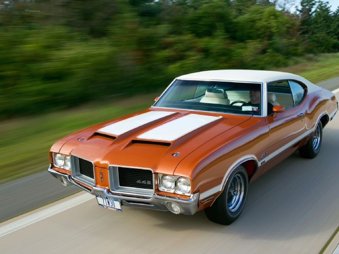 01-1971-oldsmobile-442-front-three-quarter