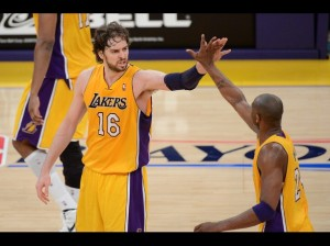 Lakers y Clippers pasan a segunda ronda en los Playoffs de la NBA