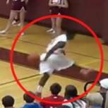 Jugador encesta corriendo y de espalda: Espectacular canasta de básquetbol