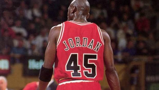 the latest eddae a0422 Por qué Michael Jordan ocupó el número 45 por los Chicago ...