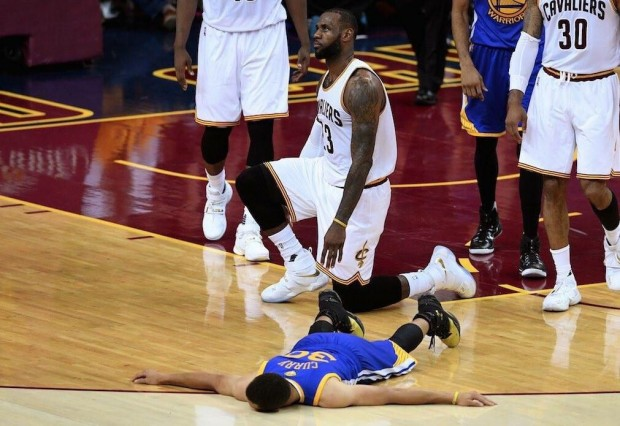 Lebron James dominó por completo a los Warriors