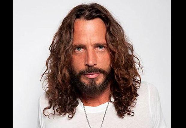 Alisar pelo rizado corto hombre