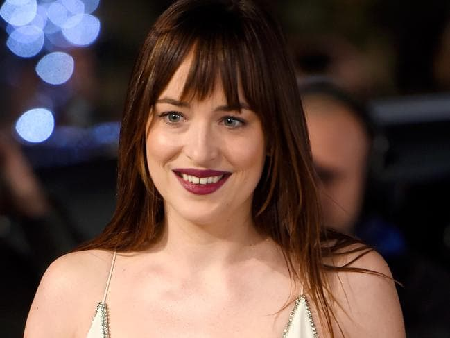 dakota johnson dientes espacio antes
