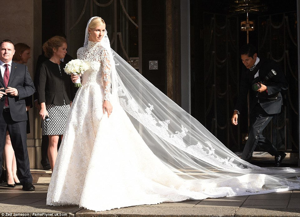2A6B496900000578-3156282-Blushing_bride_Nicky_Hilton_leaves_Claridge_s_hotel_in_London_th-a-54_1436564092555