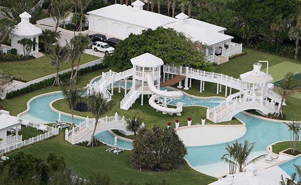Las 10 casas m s impresionantes y lujosas de los famosos for Fotos casas famosos