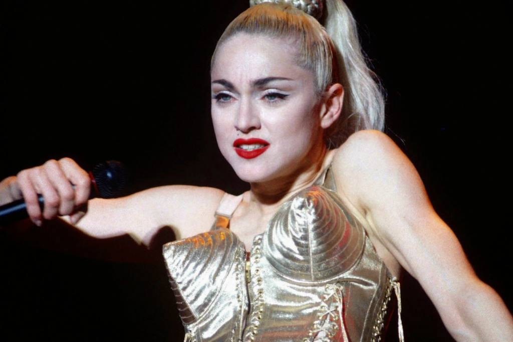 blond_ambition_world_tour_1990_3003_x_2000_2_mb
