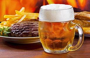 Científicos concluyen que la cerveza disminuye el riesgo de cáncer por comer carne