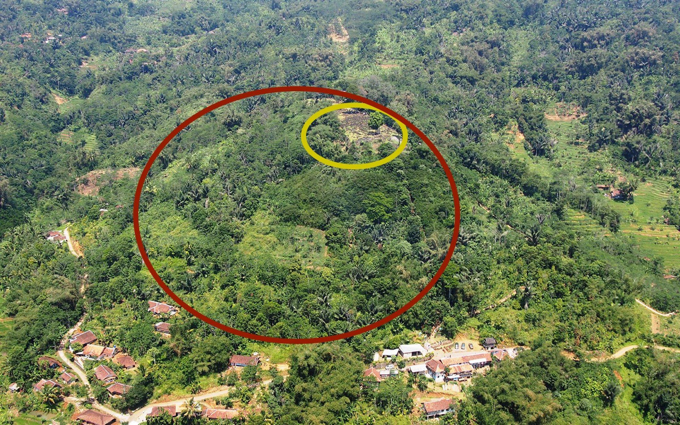 Foto: Pirámide recién descubierta en Indonesia. /livescience.com