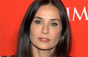 Demi Moore besando a un menor: Antiguo video desata gran escándalo