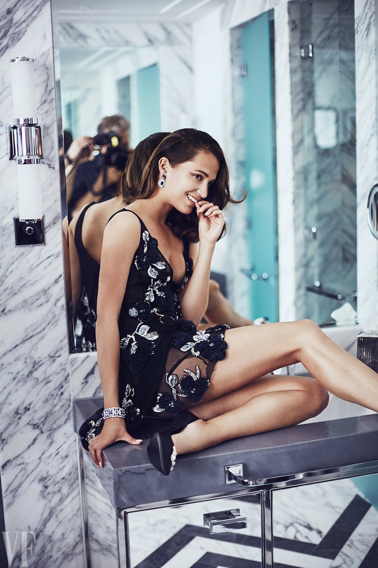 Alicia-Vikander-Vanity-fair3
