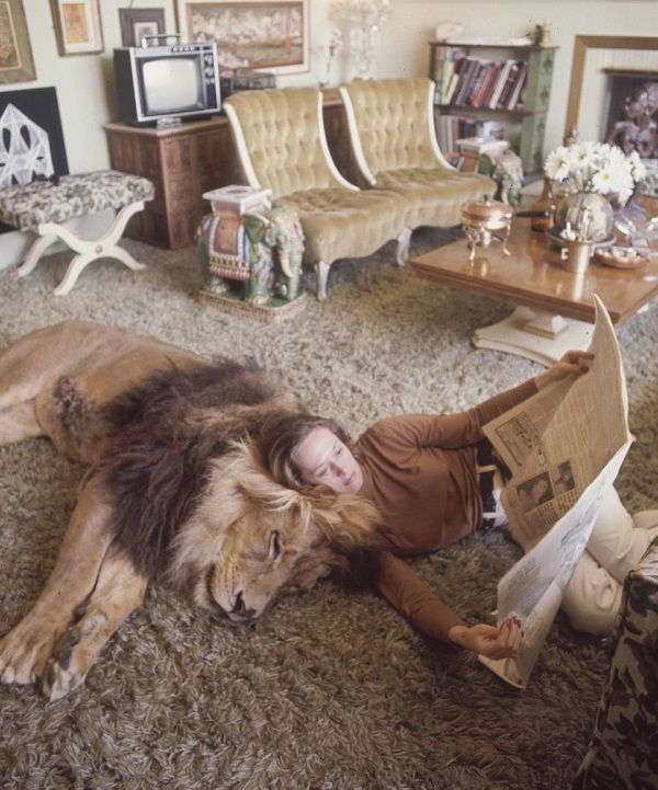 madre de melanie griffith leones en la casa