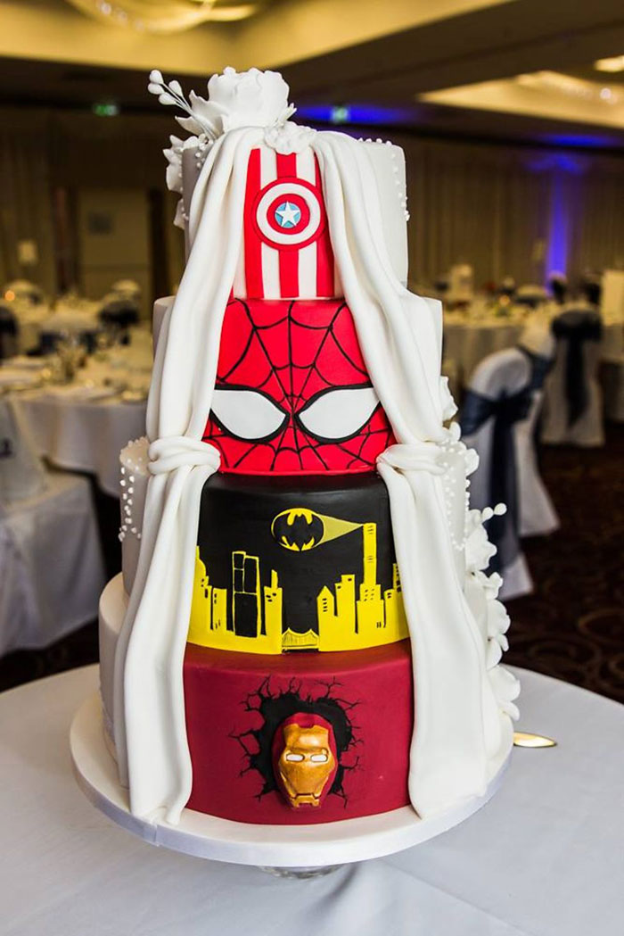 torta-bodas-doble-clasica-superheroes-tier-by-tier-2