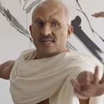 Video: ¿Qué pasaría si Gandhi tomara una clase actual de yoga occidental?