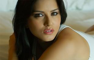 Ex actriz porno india Sunny Leone humillada en TV: Miles de personas salen a defenderla