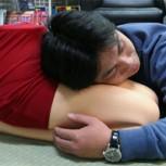 Almohadas con formas de piernas femeninas, el nuevo descanso de los japoneses