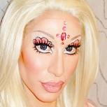 """Insólita polémica: """"Ken"""" de carne y hueso se vistió de """"Barbie"""" humana para burlarse"""