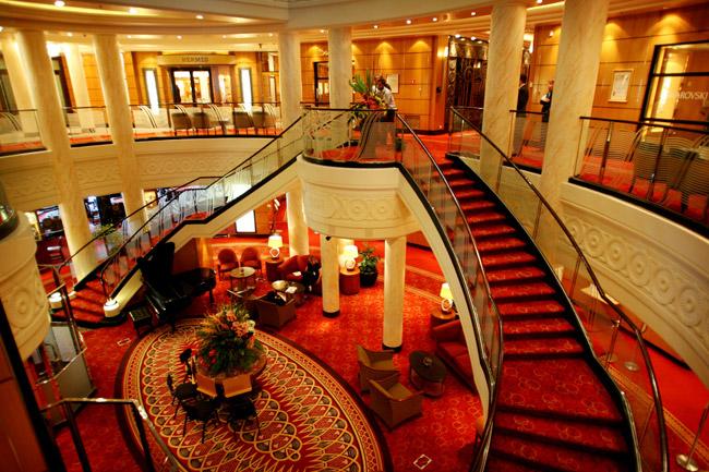 Los 5 cruceros m s lujosos y extravagantes del mundo for Queen mary 2 interieur