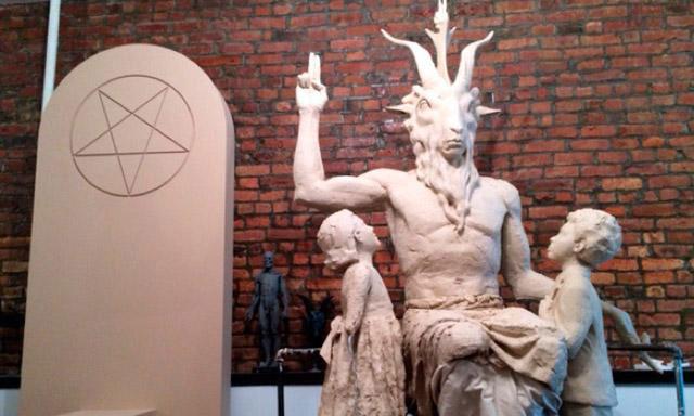 ILUMINATIS - Página 20 Estatua-satanica-1