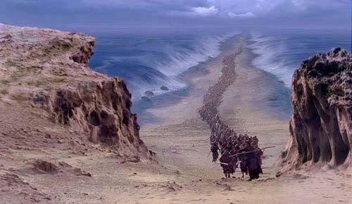 Resultado de imagen de Científicos confirman que Moisés si cruzó el Mar Rojo, después de encontrar al ejército egipcio en el fondo del mar (Increible)
