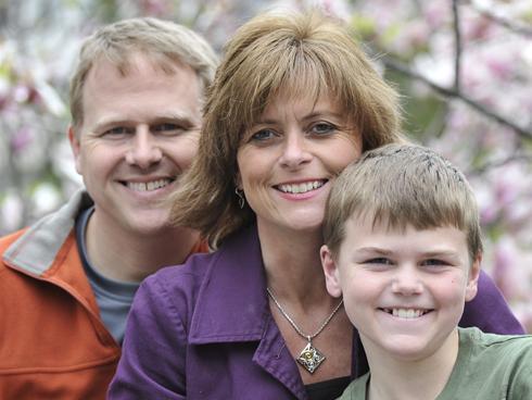 Colton Burpo junto a sus padres Todd y Sonja.