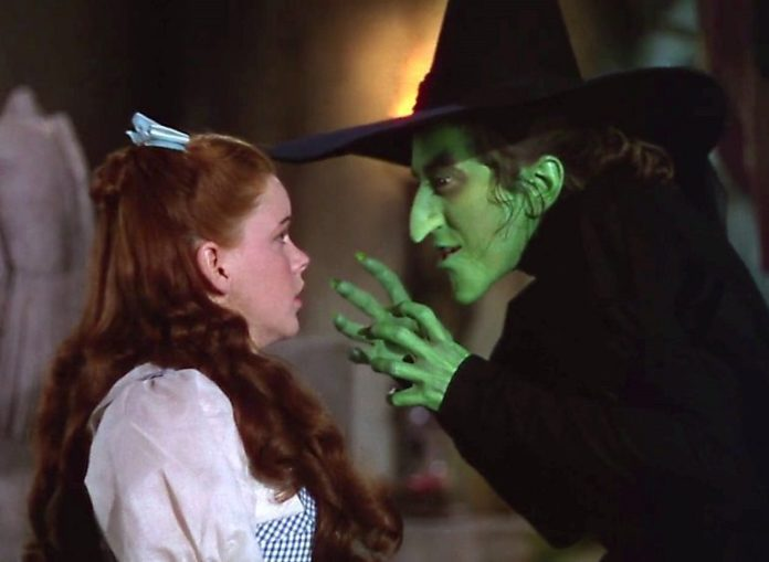 Mago de oz the-wicked-witch-of-the-west-and-dorothy-696x509