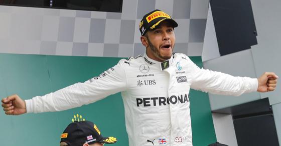 Hamilton gana en Gran Bretaña y aprovecha el tropezón de Ferrari