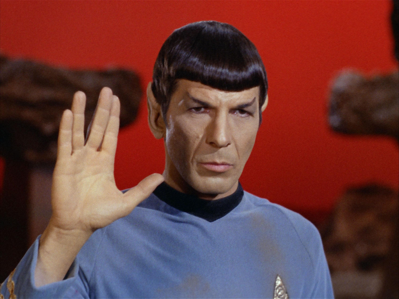 Spock con su tradicional saludo