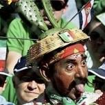 """Fotos de los disfraces más """"locos"""" y originales vistos en un estadio de fútbol"""
