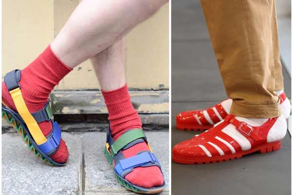 Resultado de imagen de sandalias con calcetines mujer
