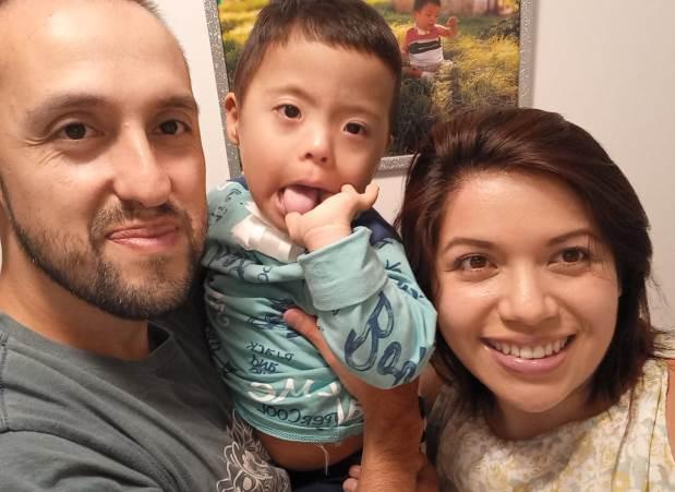 Martín junto a sus papás
