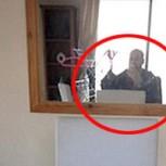 Selfie del terror: Mujer descubre en su celular fotos de un ladrón en su casa