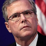 Feroz error de Photoshop de candidato Jeb Bush lo muestra con una mano negra