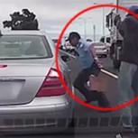Video muestra cobarde ataque a balazos por la espalda contra un policía