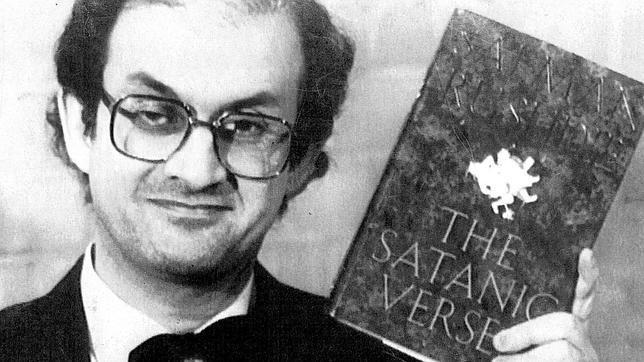 """Los versos satánicos"""" de Salman Rushdie: El controvertido libro que lo  condenó a muerte - Guioteca"""